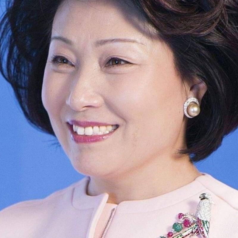 Ζονγκ Χουιγουάν: Πώς από καθηγήτρια χημείας έγινε η πλουσιότερη αυτοδημιούργητη γυναίκα της Ασίας