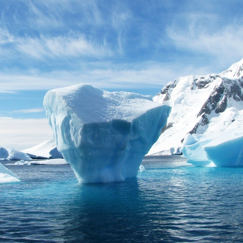 Ένα γιγάντιο παγόβουνο στο μέγεθος του Λονδίνου, αποσπάστηκε από την Ανταρκτική