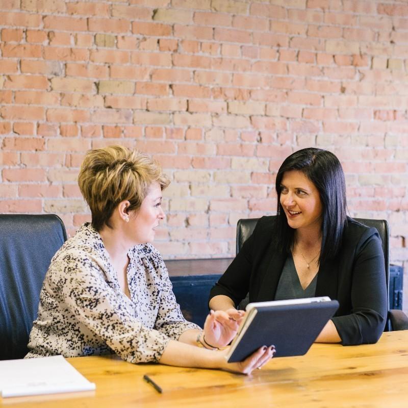 #ChooseToChallenge: Πώς μπορείτε να καταρρίψετε τα έμφυλα στερεότυπα στο χώρο εργασίας