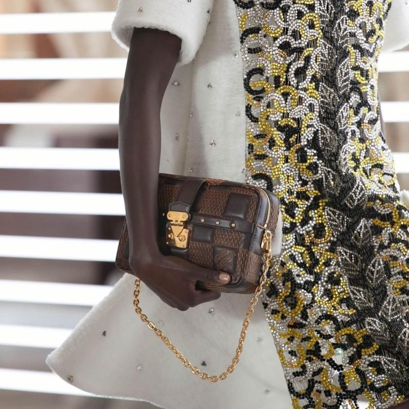 LVMH (Louis Vuitton): Εκτίναξη εσόδων στο πρώτο τρίμηνο για τον πολυτελή οίκο – Νέο ρεκόρ σημείωσε η μετοχή