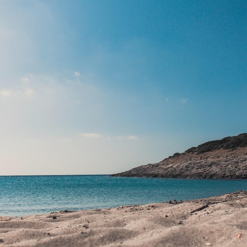 Ανοίγουν το Σάββατο οι παραλίες – Τη Δευτέρα φροντιστήρια και κέντρα ξένων γλωσσών