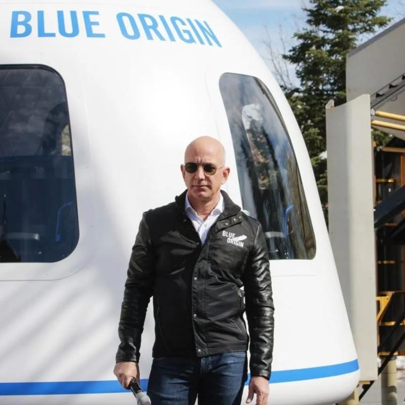 Τζεφ Μπέζος: Ο δισεκατομμυριούχος θα ταξιδέψει τον άλλο μήνα στο διάστημα, με την εταιρεία του Blue Origin